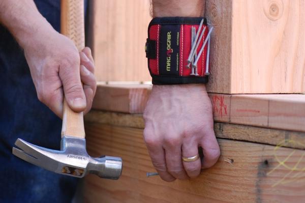 magnetisches armband f r handwerker von magnogrip geschenk f r. Black Bedroom Furniture Sets. Home Design Ideas